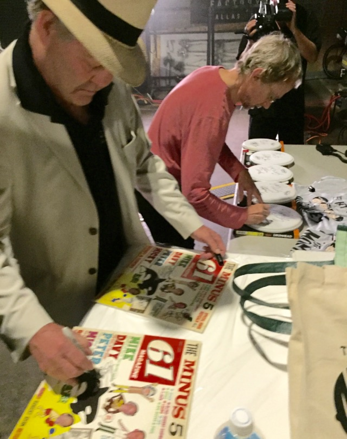Micky and Peter signing Minus 5 albums!